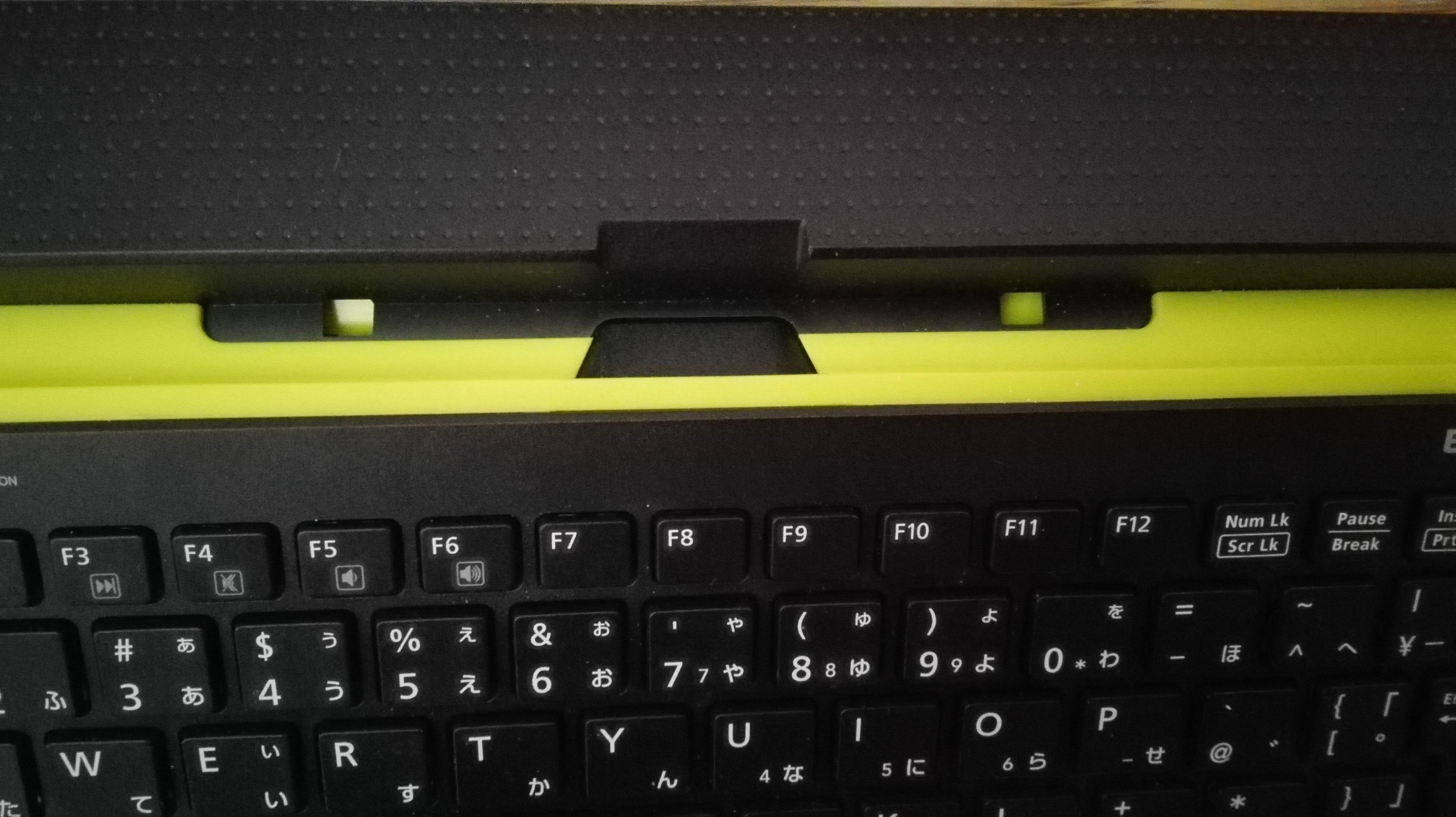 [エレコム TK-FBP067BKレビュー]WindowsやAndroidのタブレットをノートパソコン風に使用できるキーボード04